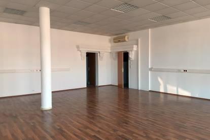 Moderner Geschäftsraum in GEZ-Nähe