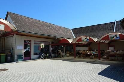 Geschäftsgebäude mit Büro und Parkplätze