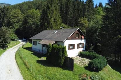 Geräumiges Wohnhaus am Ortsrand