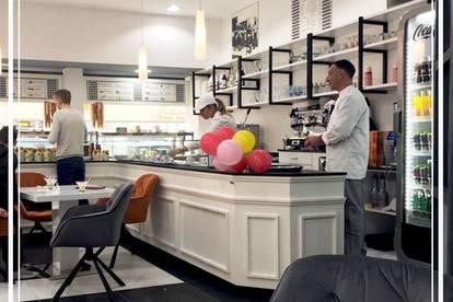 EISSALON - KONDITOREI -CAFE MIT GROSSER AUSLAGENFRONT und SCHANIGARTEN