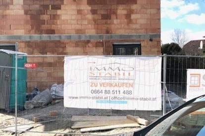 HAUS 1 Reihenhausanlage mit 3 Wohneinheiten zu Haben fast im Zentrum von LAXENBURG.. Bis MAI einziehen Gutschein für Küche von 3.000 inkludiert....