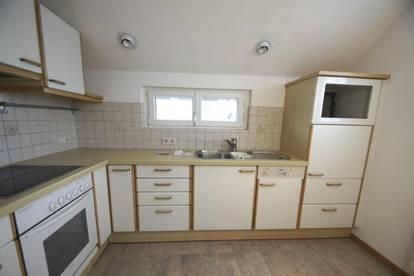Helle 3,5 Zimmer Dachgeschosswohnung in Schwarzach zu vermieten!