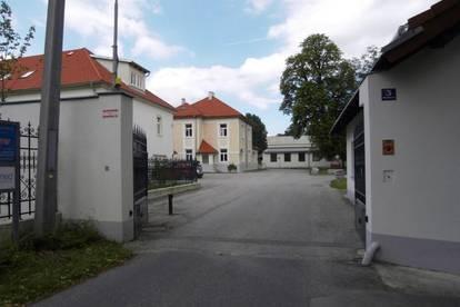 Saniertes Altbaubüro in historischer Fabriksliegenschaft