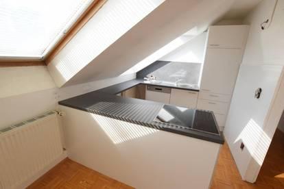 8700 Leoben: PROVISIONSFREI und das 1. Monat MIETFREI! Sanierte Dachgeschosswohnung!