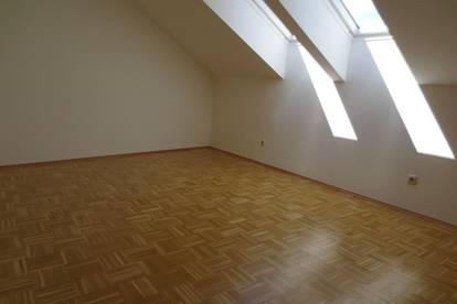 8041 Graz - Liebenau: Helle Dachgeschoss-Wohnung im Grünen