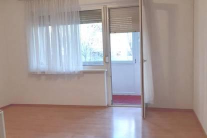 Helle 1 Zimmer Wohnung mit verglaster Loggia