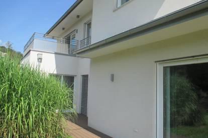 Traumlage: Moderne und attraktive Villa am Gedersberg!