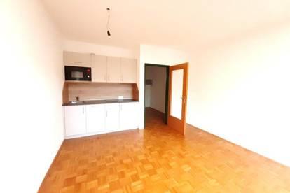Singlewohnung mit neuer Einbauküche und großer Loggia im Zentrum von Leonding!