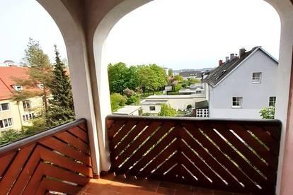 Sehr helle, gut aufgeteilte Wohnung mit Loggia und neuer Einbauküche!