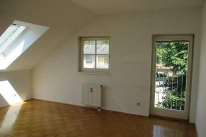 Wunderschöne Dachgeschoss-Wohnung Nähe Belgierkaserne! PROVISIONSFREI!