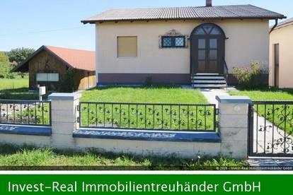 Wohnhaus mit Garage und großem Garten