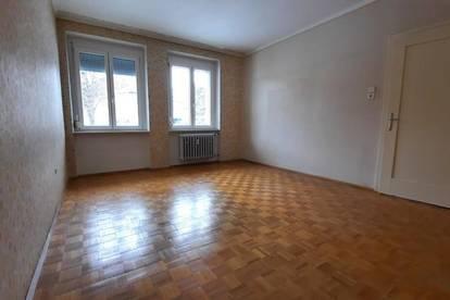 2 Zimmer Wohnung mit extra Küche zum SANIEREN