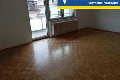 komfortable 2 Zimmer mit Balkon, Parkplatz/Garage möglich