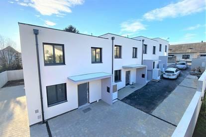 Eckreihenhaus: Perfekte Raumaufteilung + Blick ins Grüne + Freiflächen Richtung Südwesten + lichtdurflutete Wohnküche + 5-Zimmer!