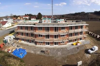 FEINER ERSTBEZUG: 3-Zimmer-Wohnung mit Südwestbalkon + Carport