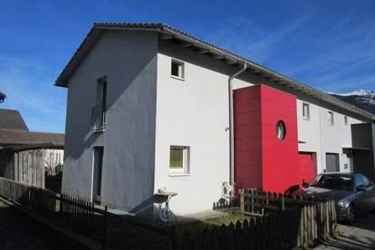 Gepflegte Doppelhaushälfte mit ca. 125m² Wfl., Keller, Garage und Gartenanteil in Nenzing!