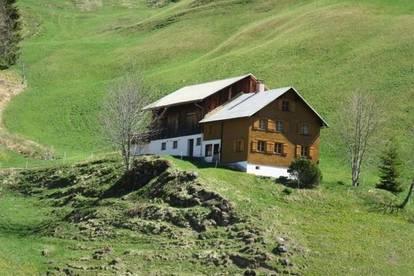 Kleine Landwirtschaft mit Waldanteil und Gästezimmer am Seewaldsee-Gem. Fontanella im Gr. Walsertal