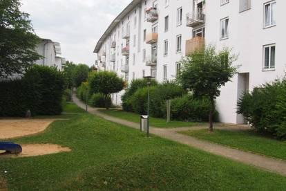 Familienwohn(t)raum am Stadtrand mit 2 Kinderzimmern und Balkon mit Blick ins Grüne! Sehr großzügig und modern geschnitten! Provisionsfrei!