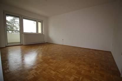 Wohnen mit hohem Erholungswert! Ruhig gelegene helle 3 Zimmer Wohnung mit Loggia und optimaler Infrastruktur