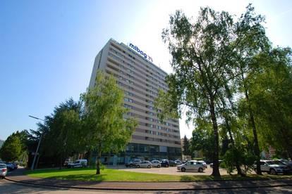 Geräumige 2-Zimmer Wohnung in zentrumsnaher Toplage! XL-Loggia mit traumhafter Aussicht! Ausgezeichnetes Preis-Leistungs-Verhältnis! Provisionsfrei!