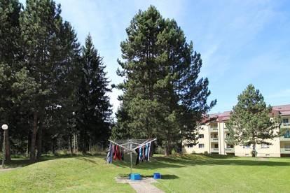 Ruhige, südseitige Zweizimmerwohnung mit Küche, Balkon und Parkplatz in schöner Waldrandlage - provisionsfrei!
