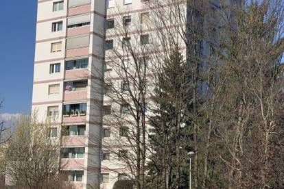 Entspanntes Wohnen in ruhiger Grünlage am beliebten Spallerhof! Großzügig geschnittene 2-Raum-Wohnung mit schöner Loggia! Provisionsfrei!