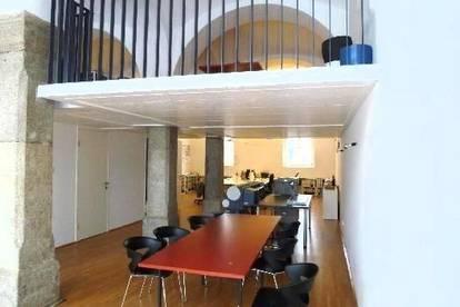 Einzigartige Geschäfts-/Büro-/Ordinationsfläche in den Dragonerhöfen! Repräsentatives Ambiente dank Granitsäulen u. Gewölbe sowie XL-Schaufenstern!