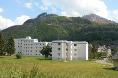 Geräumige Mietwohnung! Top Aussicht von lichtdurchfluteter Loggia auf die traumhafte Bergkulisse von Eisenerz! Ab sofort!