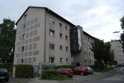 Stadtliebhaber aufgepasst! Sehr schön geschnittene 3-Raum-Wohnung in zentraler Lage! Inkl. Loggia mit Blick ins Grüne! Provisionsfrei!