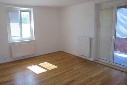 Preiswerte 3-Raum-Wohnung in neu sanierter Wohnanlage! Zentrale Ruhelage - perfekte Raumaufteilung - sonniger Balkon! Provisionsfrei!