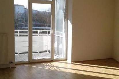 Lichtdurchflutete und moderne Wohnung in einladender Grünlage zu vermieten! Inkl. sonnigem Balkon und schöner Raumaufteilung! Provisionsfrei!