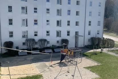 Helle und freundliche 3-Raum-Wohnung im schönen Linzer Stadtteil Ebelsberg! Balkon mit Blick ins Grüne! Ideal auch für Familien! Provisionsfrei!