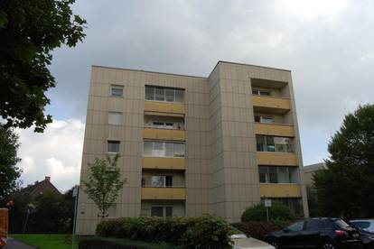 Großzügig geschnittene 2-Raum-Wohnung mit wunderschöner Loggia! Idyllische, ruhige & zentrumsnahe Lage versprechen Wohngenuss pur! Provisionsfrei!