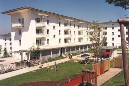 Kinderfreundlicher Wohntraum am grünen Stadtrand mit bester Infrastruktur! Gepflegte 3-Zimmer-Wohnung mit Balkon im ruhigen Siedlungsgebiet!