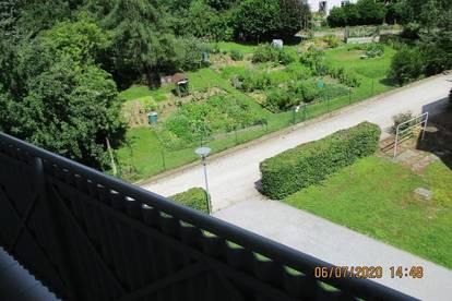 Sonnige, ruhige Singlewohnung im 3. OG mit Balkon und Lift, wunderschöne Aussicht, provisionsfrei