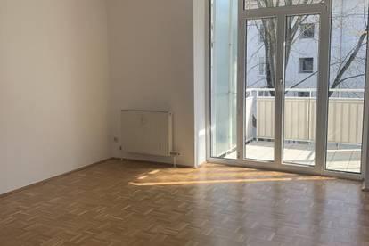 Erstklassige 3-Raum-Wohnung mit sonnigem Balkon in grüner Stadtrandlage! Top Infrastruktur vorhanden! Ideal auch für Familien! Provisionsfrei!