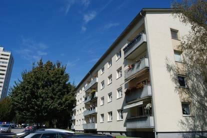 Bezaubernde  3-Zimmer-Wohnung mit Loggia in idyllischer, zentrumsnaher und ruhiger Lage!Perfekte Infrastruktur inklusive! Provisionsfrei!