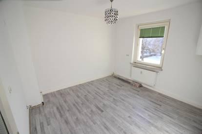 Gepflegte und preiswerte neu sanierte  2 Zimmerwohnung -  Provisionsfrei