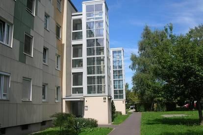 Traumhafte 3-Raum Wohnung mit schönem Balkon in idyllischer Grünlage - gute öffentliche Anbindung und Infrastruktur - provisionsfrei!