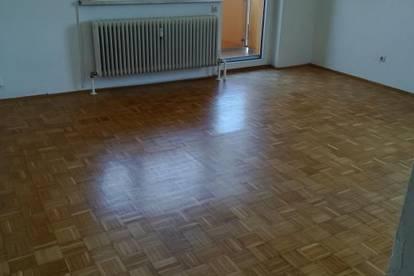 Traumhafte 3-Zimmer Wohnung mit Loggia in ruhiger und dennoch zentraler Lage! Ideal auch für junge Familien! Provisionsfrei!
