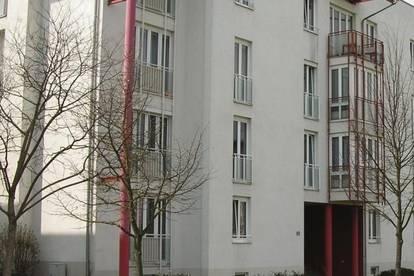 Wunderschöne, sehr großzügige 2-Zimmer-Wohnung mit Balkon in ruhiger Stadtrandlage! Ausgezeichnetes Preis-Leistungs-Verhältnis! Provisionsfrei!