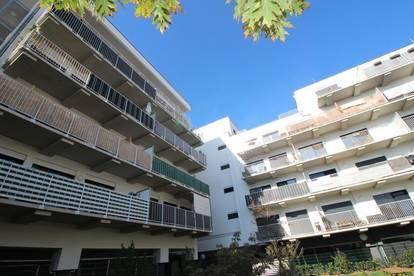 Zentrale 2-Raum-Wohnung mit XXL-Balkon, Innenhoflage, verspricht ein erstklassiges Wohnerlebnis! hervorragende Infrastruktur! Prov.-frei!
