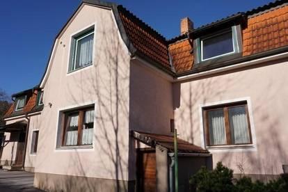 Zweifamilienhaus mit zwei Wohneinheiten,  2 Garagen und schönem Ziergarten in Pottschach!