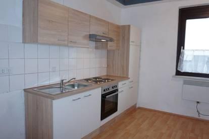 Großzügige Wohnung mit neuer Küche mitten in Ternitz!