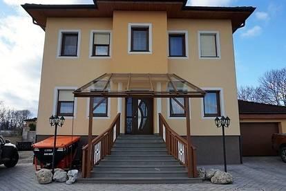 Wunderschönes Zweifamilienhaus, ruhig gelegen in Peisching!