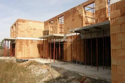 CAMPO-HAUS: Das OG ist auch schon aufgemauert! - Massiv-Bau, Wohntraum in einem Doppelhaus (4)! Belagsfertig Ende 2020