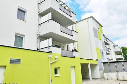 Neubau Erstbezug - Balkon - Parkplatz