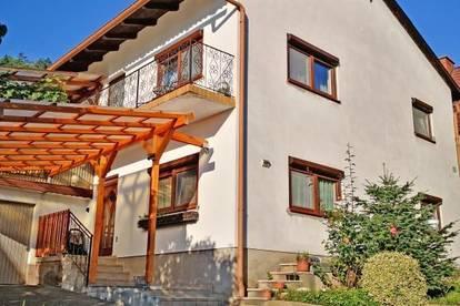 Einfamilienhaus mit großer überdachter Terrasse, Garage, Carport