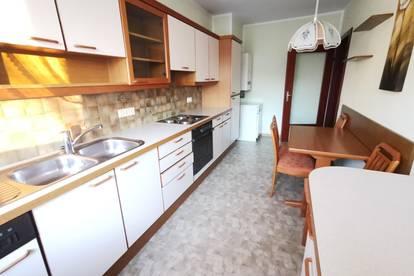 Geräumige 2 - Zimmer Wohnung mit Einbauküche und Einzelgarage
