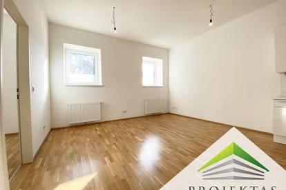 Hochwertig renovierte 2 Zimmer-Altbauwohnung mit Küche - Nähe Herz-Jesu-Kirche